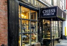 Fachada de Chess Forum en Nueva York
