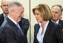 La ministra María Dolores de Cospedal con James Mattis, secretario de Defensa de EEUU.