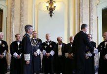 El rey Felipe VI saluda a la cúpula judicial de España