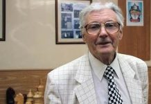Eduard Dubov corbata ajedrecística