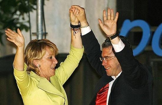 Francisco Granados con Esperanza Aguirre en el balcón de Génova