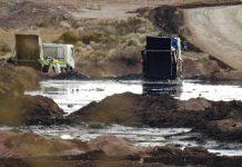 Greenpeace: balsas de residuos contaminados en Añelo, Patagonia Argentina
