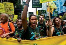Protestas contra los acuerdos comerciales transnacionales que atentan contra el medio ambiente.