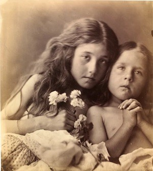 Julia Margaret Cameron: The red and white Roses, 1865. © Victoria and Albert Museum, London