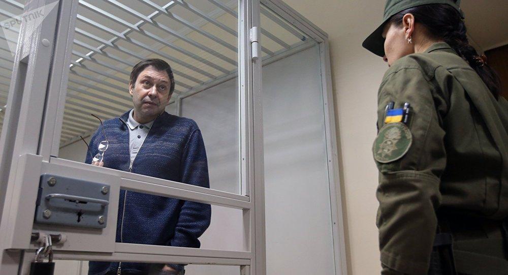 Kiril Vishinski enjaulado en Kiev