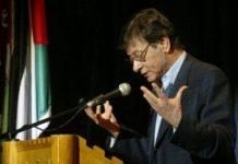 Mahmoud Darwish en un acto político