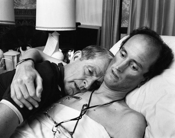 Nixon: El Dr. Robert Sappenfield con su hijo, 1988, copia de 2005, Copia en gelatina de plata, contacto. 19,4 x 24,1 cm