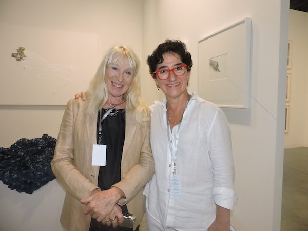 Adriana Bianco con la galerista Orly