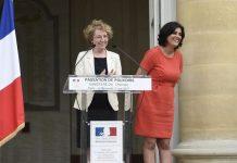 Muriel Pénicaud en su toma de posesión junto a la ministra de trabajo saliente Myriam El Khomri