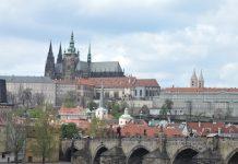 ABianco Praga-puente-iglesia-Tyn