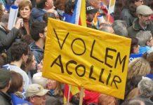 """Pancarta de """"Queremos acoger"""" en la manifestación de Barcelona. Foto: Pressenza"""