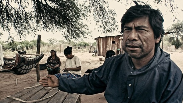 Pueblos fumigados, escena con campesinos