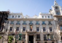 Edificio de la Real Academia de Bellas Artes San Fernando en la calle Alcalá de Madrid.